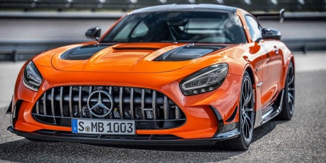"""Black and expensive"": spezieria Mercedes-AMG GT"