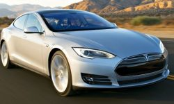 Autopilot Tesla dodged one accident, but immediately got into another (video)