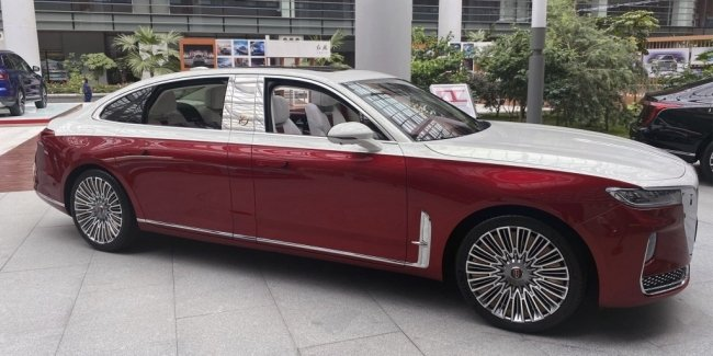 "Chinese ""rolls sat on the twine"": Long version Hongqi H9"