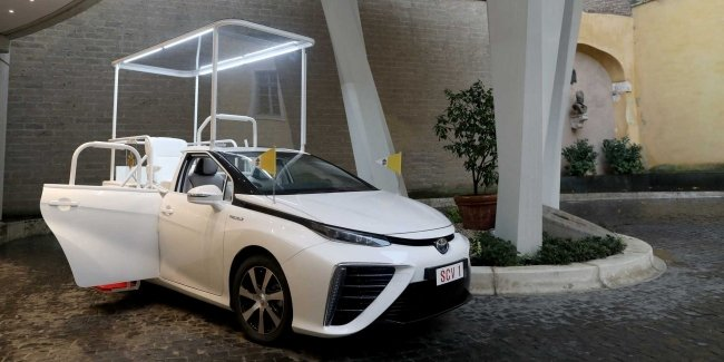 'God' for hydrogen: Pope's new car
