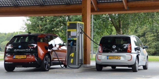 Are electric cars setting a new sales record?