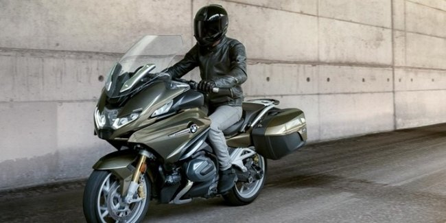 Tourist BMW R1250RT 2021 with active cruise control