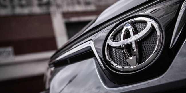 Toyota unveils new sedan