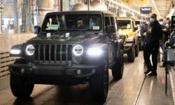 Hybrid Jeep Wrangler 4xe reaches the assembly line