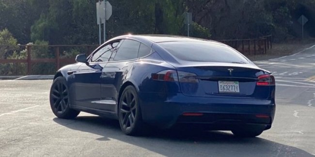 Revamped Tesla Model S caught photo spies (video)