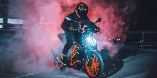 Presented motorcycles KTM 125 / 390 Duke with EURO5