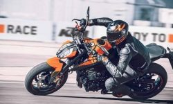 The Duke KTM 890 Is More Powerful