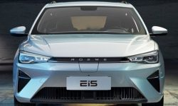 Electric Roewe Ei5 got a new look and salon