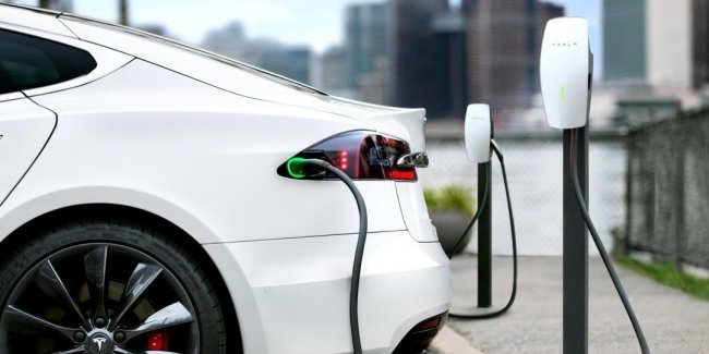 U.S. Tesla loses ground in key markets due to tougher competition