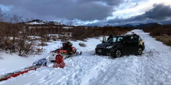 The driver trusted the navigator and was stuck in the snow for a day
