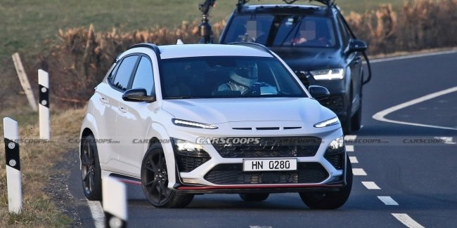 Hyundai Kona N filmed without camouflage during filming