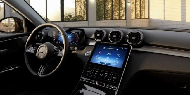 Salon Basic C-Class 2022: Physical Buttons, but Virtual Devices