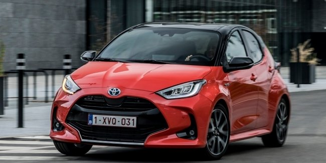 World Car of the Year Final: Yaris vs. Two Trains