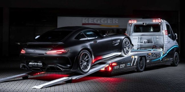 The world's coolest tow truck
