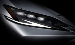 Lexus prepares two new products at once