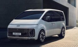 All versions of the futuristic Hyundai Staria minivan have been revealed