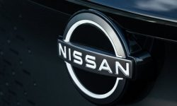 Nissan wants to improve its position by donating to Mercedes