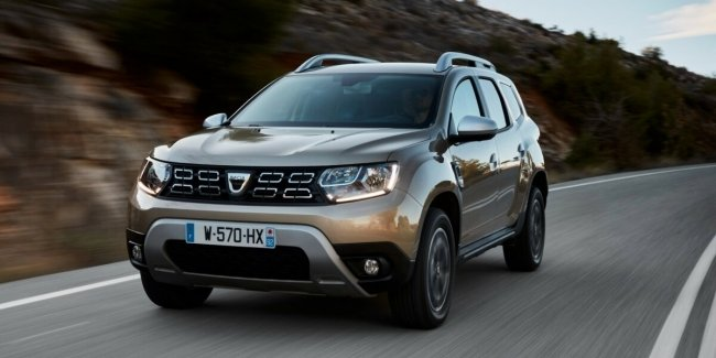 Revamped 2021 Dacia Duster crossover captured without camouflage in Spain