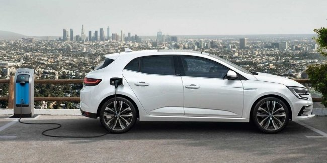 Renault launches sales of hybrid Megane