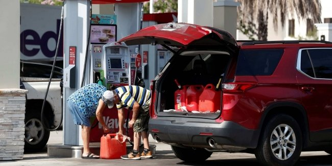 U.S. government urges Americans not to pack gasoline