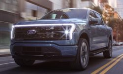 VW unveils 'toothy' Taos