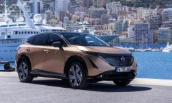 Nissan Ariya demonstrates the operation of an advanced all-wheel drive system