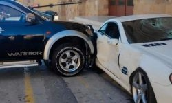 A policeman in a pickup truck rammed his boss's Mercedes (video)