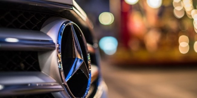 Mercedes rushes to switch to electric cars