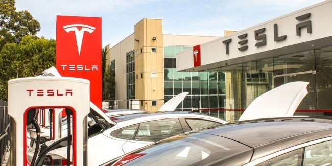 Tesla opens first solar charging station with energy storage