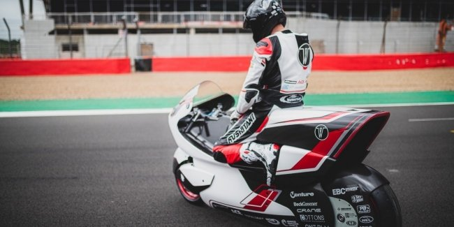 A full-wheel-drive electric bike with unique aerodynamics will compete for the world speed record