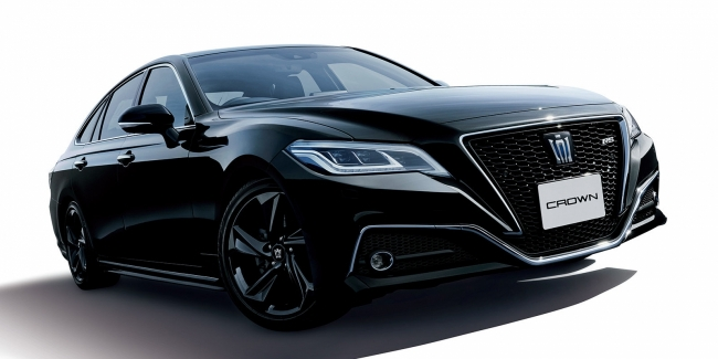"""Two """"Crowns"""" one Toyota presented two special versions of Toyota Crown"""