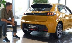 The new Peugeot 208: why it, not a crossover?