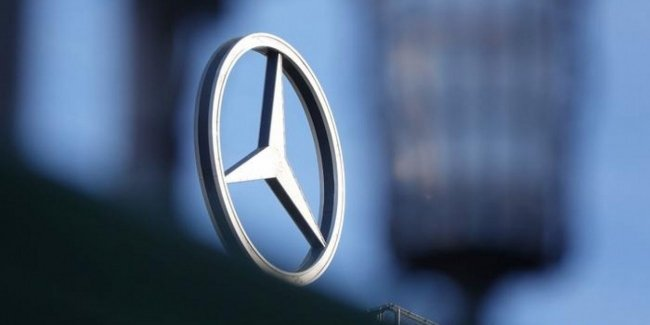 Mercedes will pay its customers again