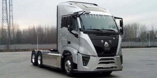 Presented a truck with the most powerful gas engine in the world