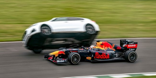 Which is better on the track: a Formula 1 car, a bus, a taxi or a fighter?