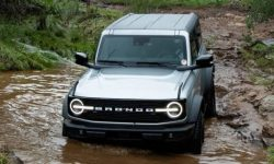 Ford Bronco has roof problems