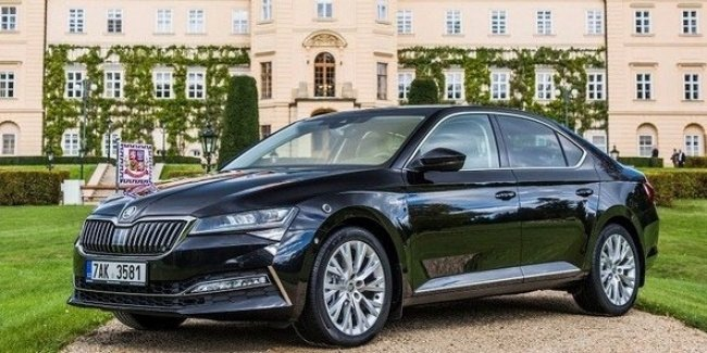 """Are there any """"handmade"""" lovers? Skoda has released 8 million manual boxes"""