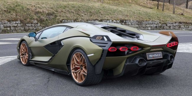 This summer, Lamborghini will show a super hybrid with a V12