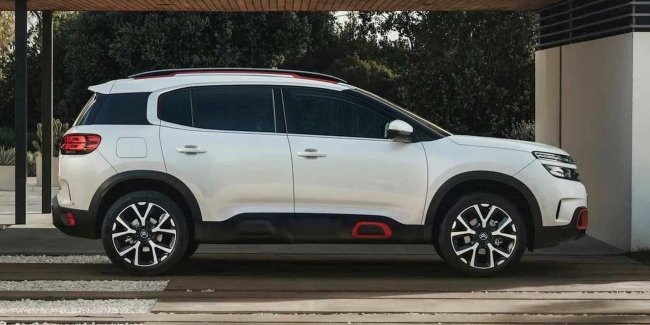 The first photos of the updated Citroen C5 Aircross