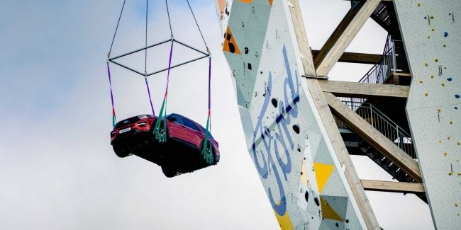 Climbers, tower and Norway. And what does the Ford Explorer have to do with it?
