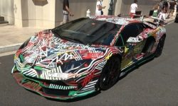 """""""Painted with his own hands"""": Aventador SVJ decorated in public"""