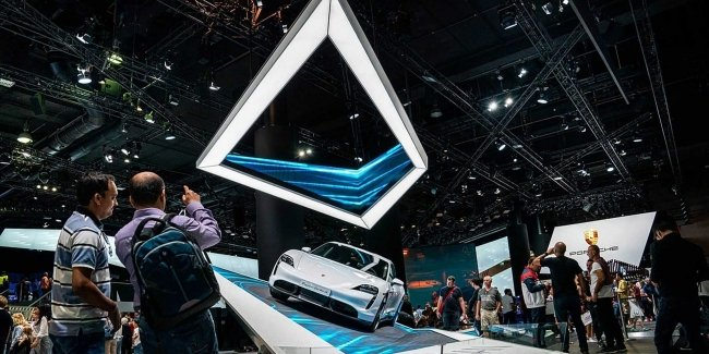 Eco-activists tightly took up the automotive industry