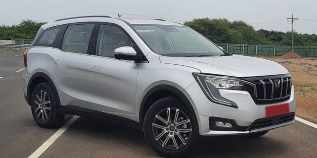Indian Mahindra released a new crossover XUV700