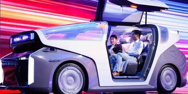 """""""Chinese Google"""" showed its first car"""