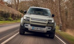 The largest Land Rover Defender first caught by photo eupies
