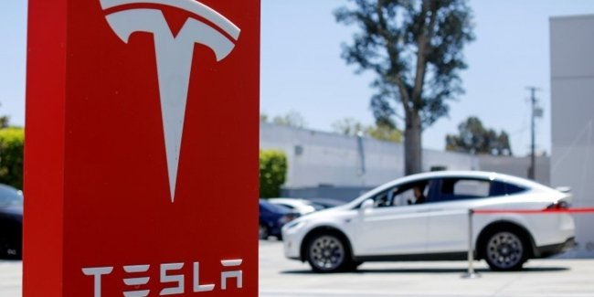 How much tesla sold Chinese Tesla in a month?