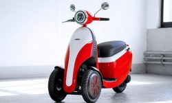 Three wheels, two batteries, one scooter: Microletta