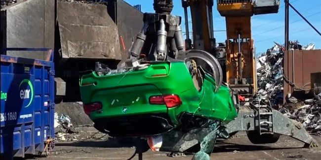 Assembled from stolen cars BMW M3 crushed crane (video)