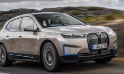 A future without people: BMW iX parks on its own and looks for a charging station
