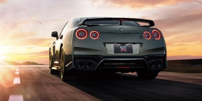 GT-R is not going to rest: two new special versions of the sports car
